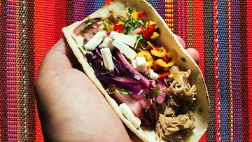 sivumaku-pulled-pork-taco