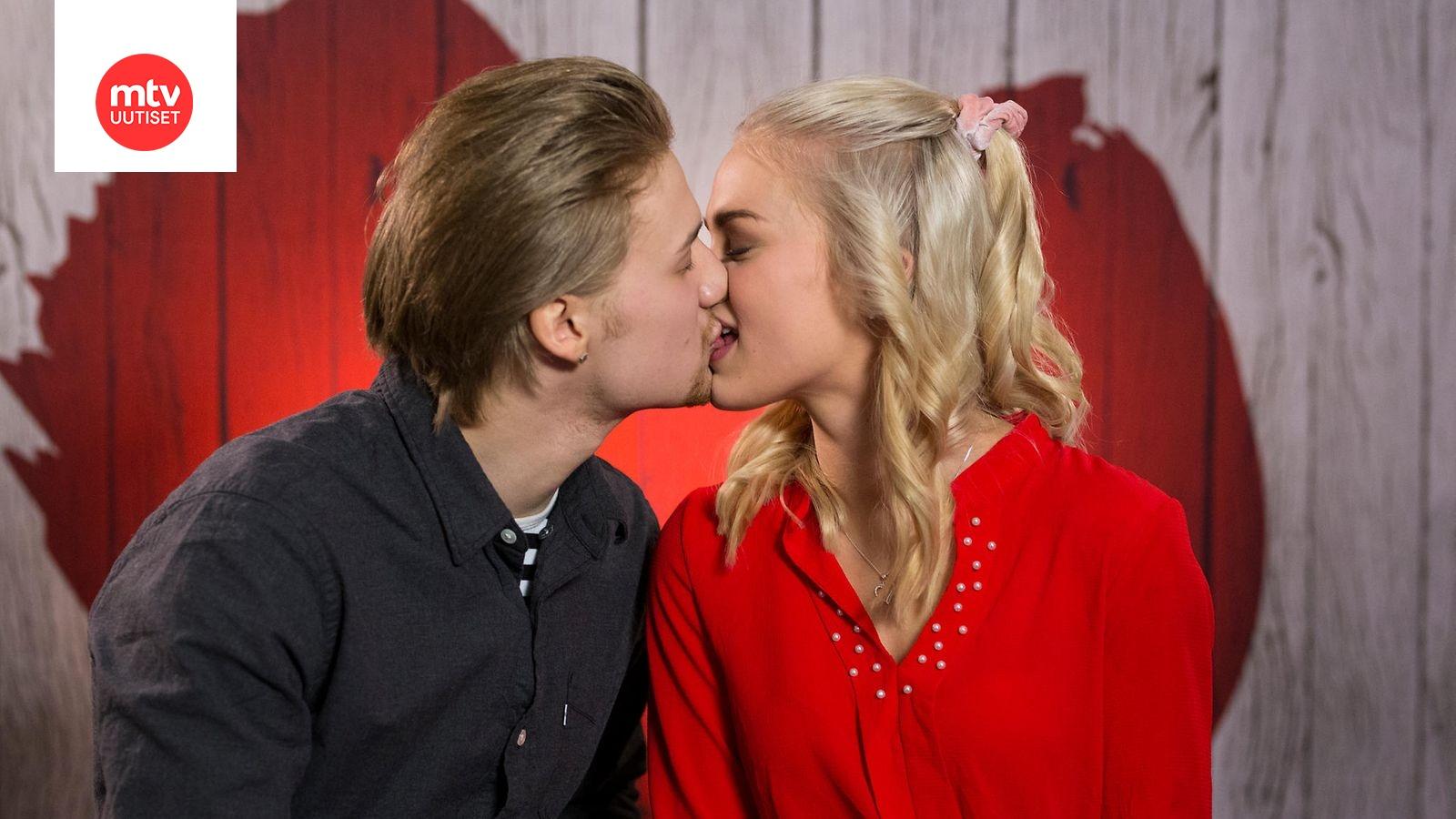 """First Dates Suomi. Ei paha. Näin voisi luonnehtia Jorma Uotista isäpuoli haki hänet pois: """"Haaveilin, että minua vielä joku tulee rakastamaan""""."""