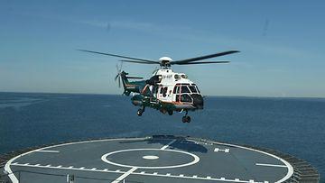 Rajavartiolaitoksen uudet meripelastushelikopterit esiteltiin medialle vuonna 2016 1