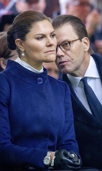 Prinsessa Victoria itkee Estonian muistotilaisuudessa (3)