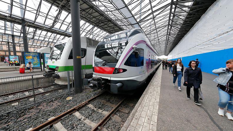 VR HSL lähijuna paikallisjuna liikenne kuvituskuva Helsingin rautatieasema 2019