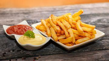 ranskalaiset, ketsuppi, sinappi