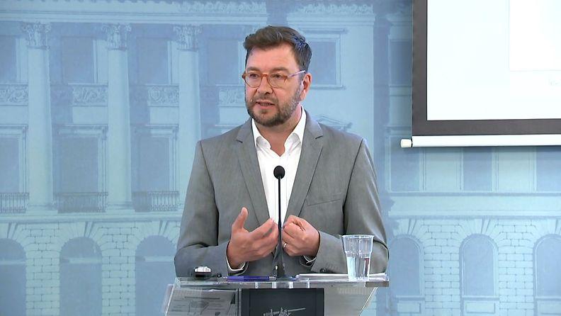 Työministeri Timo Harakka kertoo hallituksen suunnittelemista työllisyystoimista_frame_6056