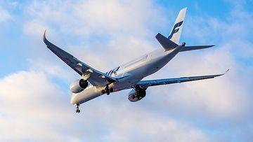 Finnair kone laskeutumassa kuvituskuva