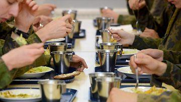 puolustusvoimat_ruokailu