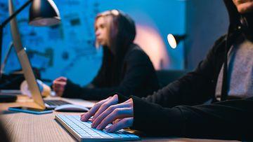 aop nuoret, tietokone, pelaaminen, internet, verkko, hakkerit