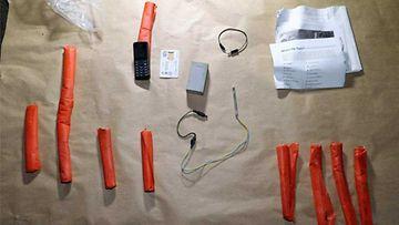 Poliisi löysi muutama kuukausi sitten tukholmalaisesta autotallista yli kilon verran dynamiittia ja laukaisuun käytettävän Nokian matkapuhelimen.