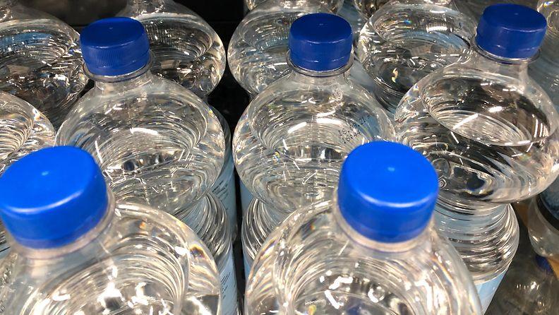 pullo, muovipullo, muovi, korkit, vesipullo