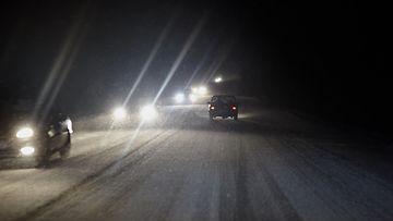 talviautoilu pimeä valot