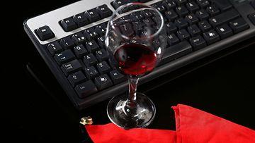 aop pikkujoulut, alkoholi, työ, viini