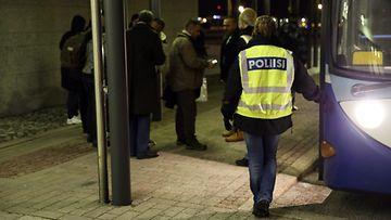 LK turvapaikanhakijat palautukset Irak Helsinki-Vantaa 18.2.2016