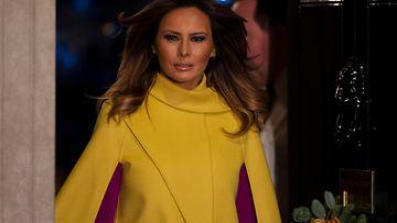 Melania Trump keltaisessa kaavussa