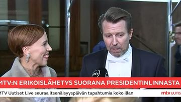 Martti Suosalo ja Virpi Suutari Linnan ulkopuolella