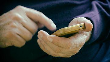 aop puhelin, kännykkä, tietoturva, vanhus