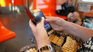 aop metro, älypuhelin, kännykkä, matkustaja, mobiili