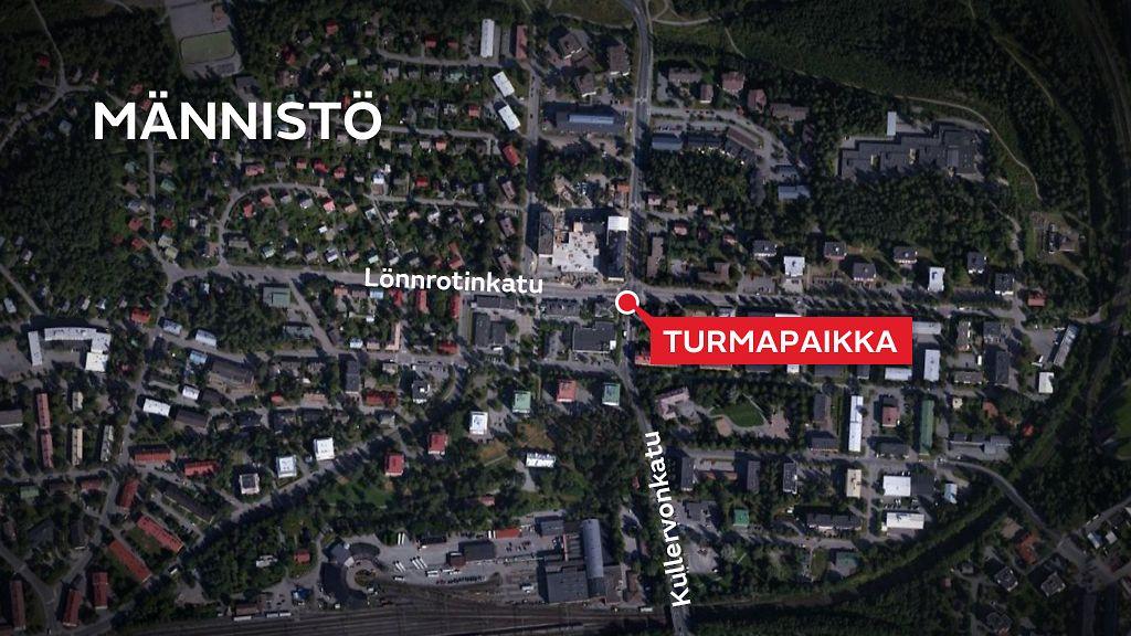 Henkiloauto Tormasi Ravintolan Seinaan Kuopiossa Ja Osui Bussia