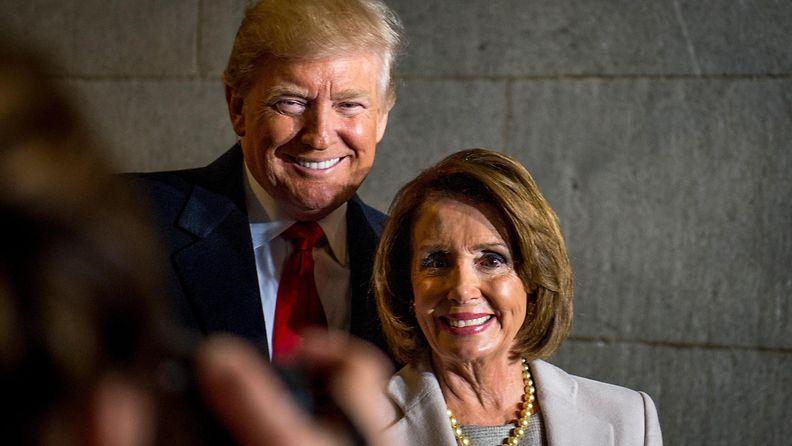 Donald Trump ja Nancy Pelosi tammikuu 2017