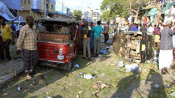 Mogadishussa on thety lukuisia terrori-iskuja viime vuosina. Kuva autopommin aiheuttamista tuhoista maaliskuussa 2018.