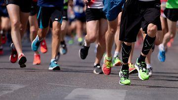 jalkoja juoksu juokseminen urheilu kuvituskuva