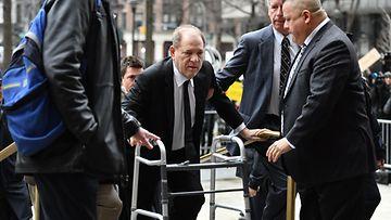 Harvey Weinstein oikeudenkäynti kävelytuki 6.1.2020