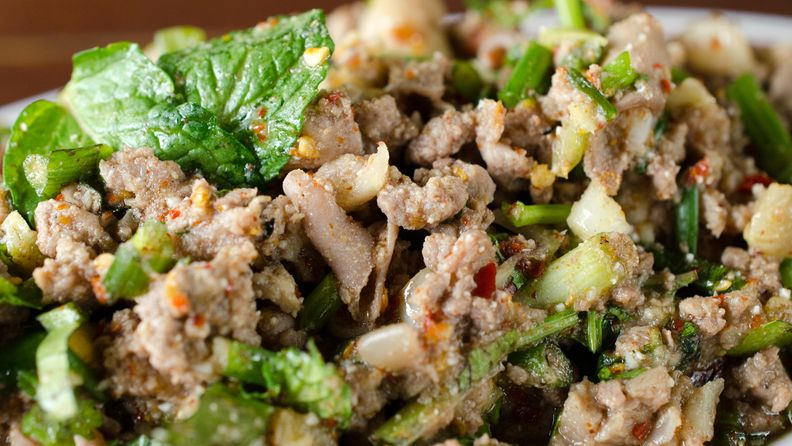 Broilerin jauheliha salaatti