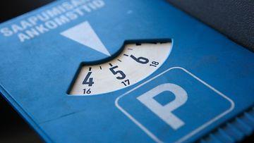 parkkikiekko pysäköintikiekko pysäköinti parkkisakko pysäköintivirhemaksu pysäköinninvalvonta
