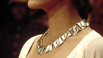 Lapponian Planetaariset laaksot -kaulakoru nousi kansainväliseen maineeseen vuonna 1977 Star Wars -elokuvan myötä. Kuvassa Carrie Fisher roolihahmossaan prinsessa Leiana kaulassaan Lapponia-koru.