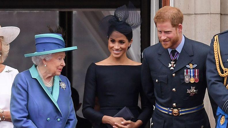 kuningatar Elisabet herttuatar Meghan prinssi Harry