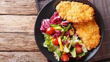 Leivitetty broileri pankojauhot panko kana salaatti