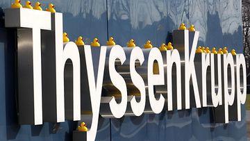 Saksalainen hissiyhtiö Thyssenkrupp.