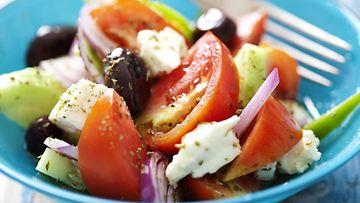 Kreikkalainen salaatti feta oliivit