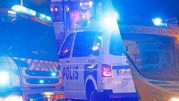 AOP-kuvitus-ambulanssi-poliisi-paloauto