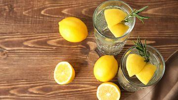 Sitruunat, sitruunoita lasissa