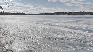heikot jäät jäätilanne jäätynyt järvi 1.03605401