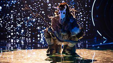 masked_singer_suomi_kausi_1_jakso_1_shamaani_01_kuvaaja_saku_tiainen
