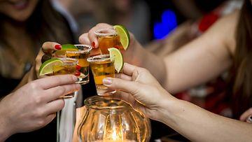 naiset, shotit, baari