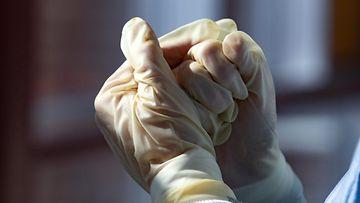 Lk koronavirus, kumikäsineet