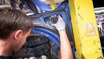 volvo autotehdas hybridi sähköauto
