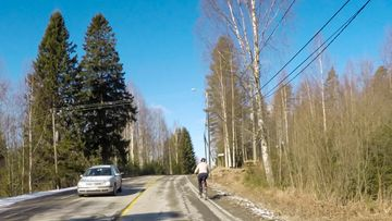 pyöräilijän ohittaminen