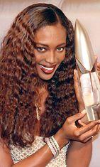 Naomi Campbell promoaa hajuvettään 1999