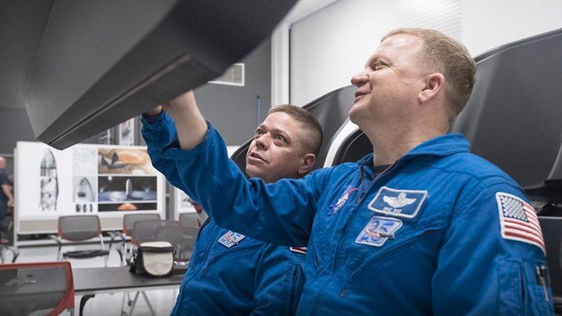 2505-astronautit