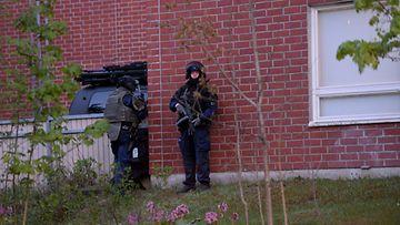LK Espoo Mäkkylä räjähdys poliisi kerrostalo 25.5.2020 1