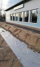 Saarenkylän nuorisoseuran taloa on suojattu tulvan varalta.
