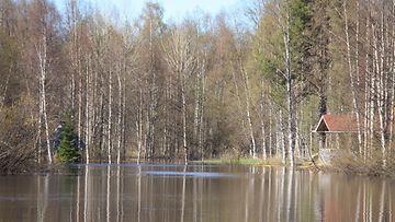 Vesi on noussut Rovaniemellä paikoin jo todella paljon.