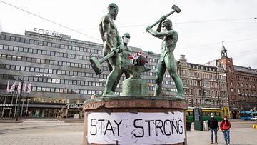 Kolmen sepän patsas korona Helsinki 31.5.2020