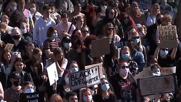OMA rasismi mielenosoitus Helsinki Senaatintori