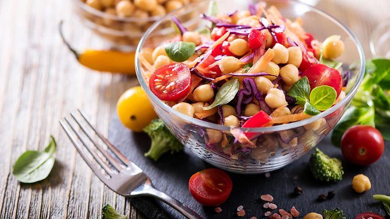 kikherneet kasvisruoka ruoka salaatti