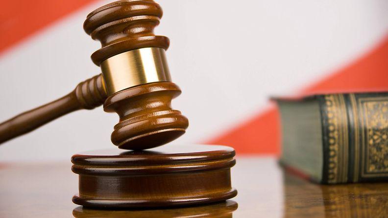 aop oikeus tuomari nuija itävalta kuvituskuva