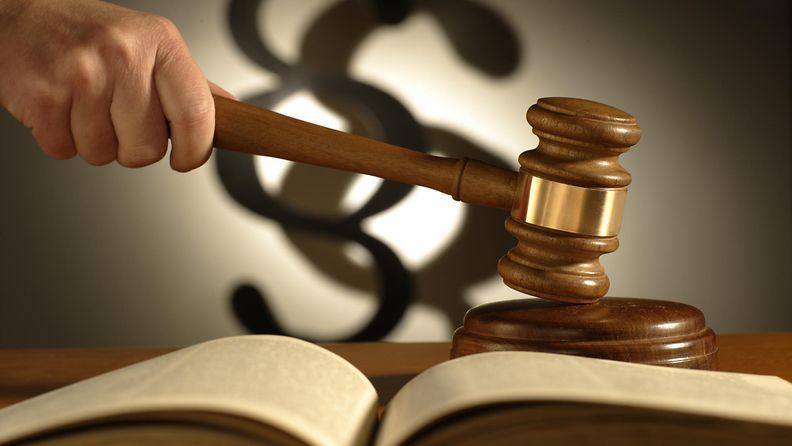aop oikeus tuomari nuija laki kuvituskuva