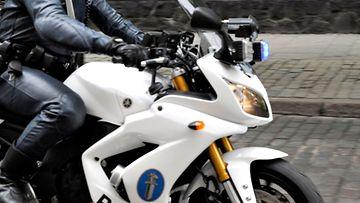 AOP-poliisi-moottoripyörä